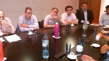La reunión de jefes de comunas petroleras con autoridades provinciales y dirigentes gremiales tuvo lugar ayer en la Casa de Santa Cruz.