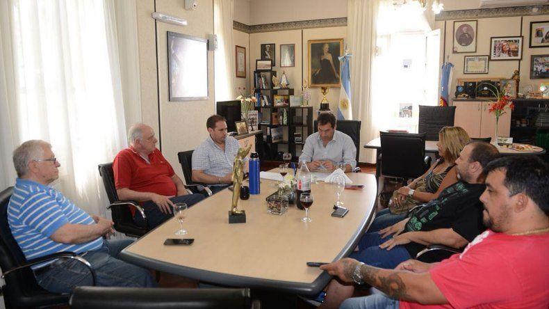 La reunión que se desarrolló ayer en el municipio con referentes del sector pesquero.