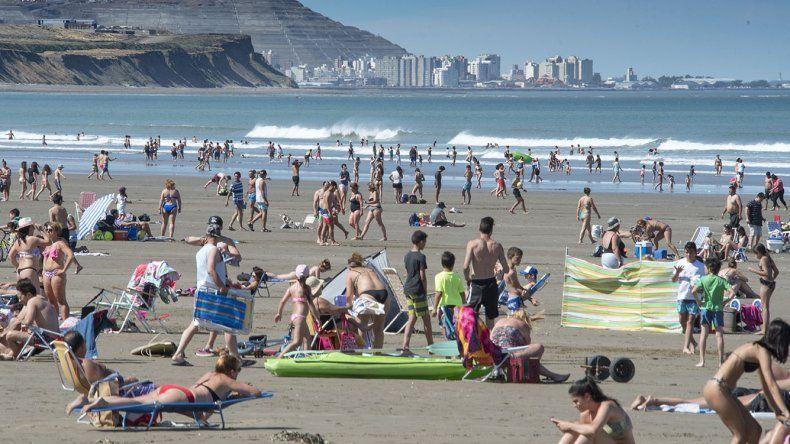 Los más de 30 grados invitaron  a disfrutar otro día en las playas