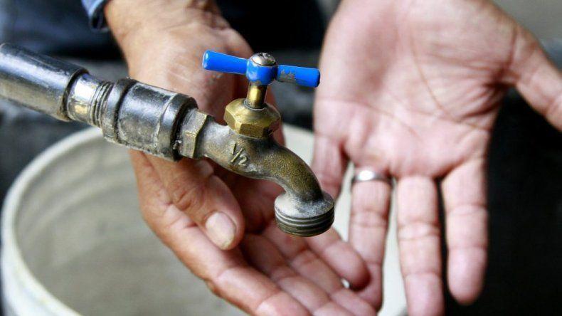 Esta noche cortarán el agua en barrios de zona norte
