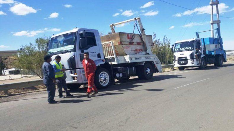 Multaron a dos camiones por transporte irregular de desechos de mariscos