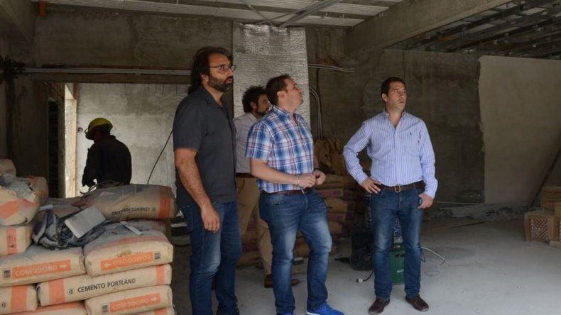 El viceintendente Juan Pablo Luque encabezó ayer una recorrida por las obras de la futura sede de La Casa.