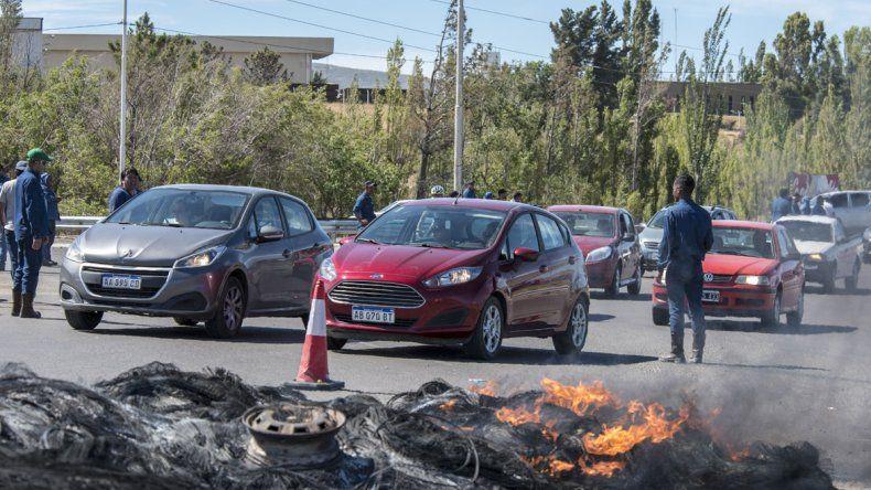 El jueves por la tarde se levantaron los piquetes que impedían el tránsito hacia los yacimientos petroleros.
