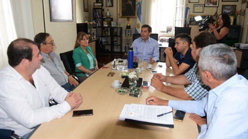 ■El viceintendente Luque se reunió ayer con la comisión de receso del Concejo y resolvieron la convocatoria para el lunes.