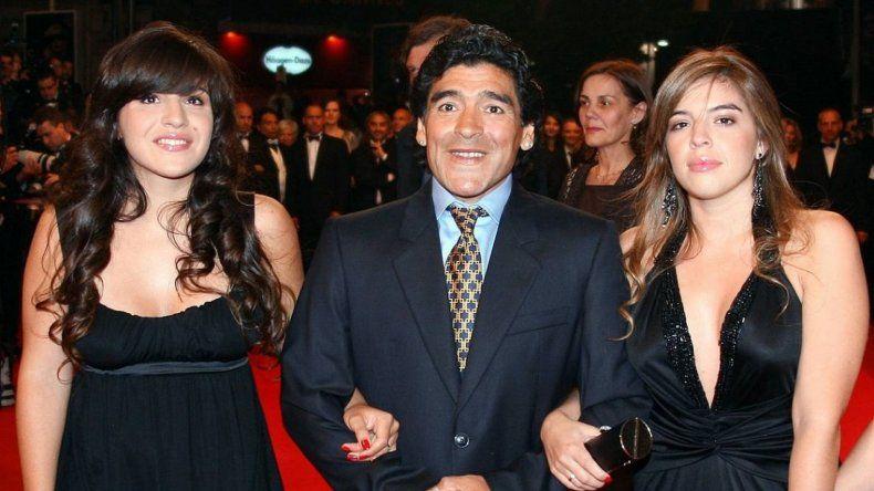 Arde la familia Maradona: cruces y peleas entre el 10 y sus hijas