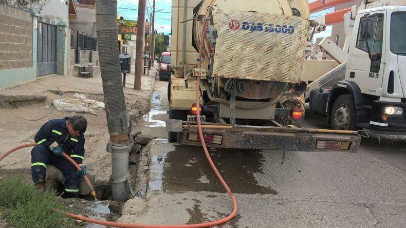 Realizan tareas de limpieza para prevenir el colapso de pluviales y sumideros.