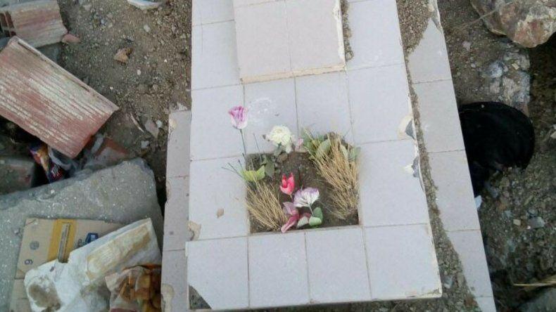 Denuncian que tiran escombros del cementerio en Fracción 14 y 15