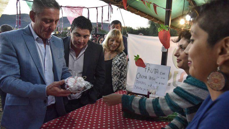 El gobernador  inauguró la Fiesta Nacional de la Fruta Fina