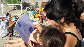 La campaña de lectura incluye a las playas y balnearios de toda la provincia.