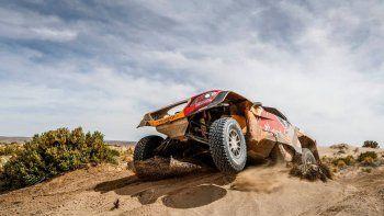 El francés Stephane Peterhansel con Peugeot se quedó con la octava etapa del Dakar.
