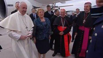 el papa aterrizo en chile para iniciar su gira por sudamerica