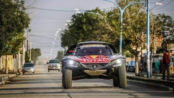 El español Carlos Sainz sigue al frente de la clasificación general en la categoría autos del Rally Dakar que hoy cumplirá su décimo capítulo.