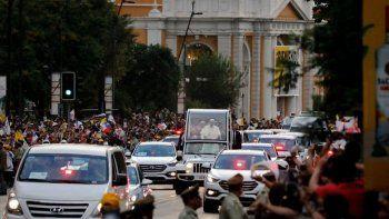un hombre murio mientras esperaba el paso del papa francisco