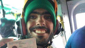 Joaquín Santos al ser trasladado ayer por la tarde al hospital de Bariloche para ser sometido a un chequeo de salud.