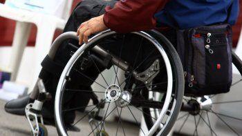 en tres horas consiguio la donacion de una silla de ruedas