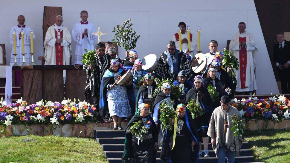 La misa que el papa Francisco ofreció ayer en el aeródromo de Maquehue, en Temuco, ante 150 mil personas.