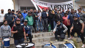 En Caleta Olivia se manifestaron operarios de Vientos del Sur, acompañados por sus pares de otras empresas y dirigentes gremiales.