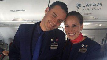 el papa caso a una pareja en el avion que lo llevo a iquique