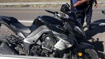 motociclista se fracturo un brazo al accidentarse en ruta 3