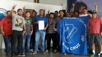 El grupo de petroleros de Pico Truncado despedido por Lufkin celebró el acuerdo alcanzado por el gremio que les permitirá cobrar el 100% de indemnización y además tener la posibilidad de ingresar a otra empresa.