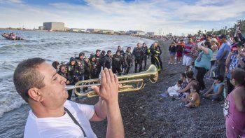 Comodoro los tiene presente. En la costanera se homenajeó a los tripulantes del ARA San Juan.