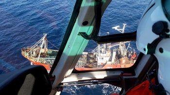 prefectura rescato un pescador enfermo en puerto madryn