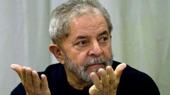 Lula anunció que se entregará a la Justicia