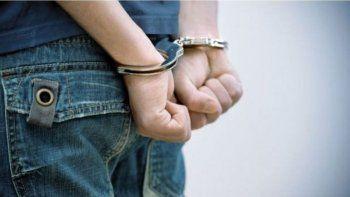 Dos detenidos por atacar a piedrazos a policías en Sarmiento