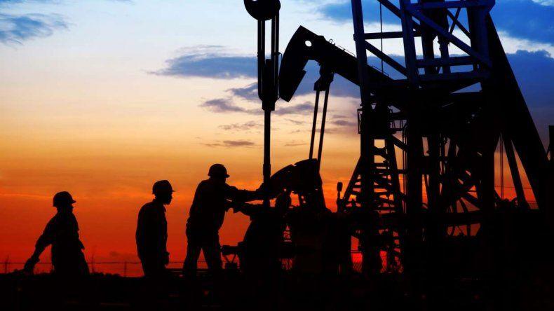 El acuerdo con YPF permitirá que se terminen las suspensiones en el sector petrolero