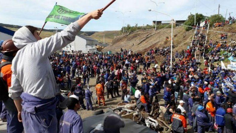 En Río Turbio continúa tomada la mina  mientras los gremios inician negociaciones