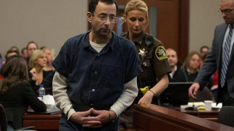 El padre de tres gimnastas abusadas quiso linchar al violador en pleno juicio