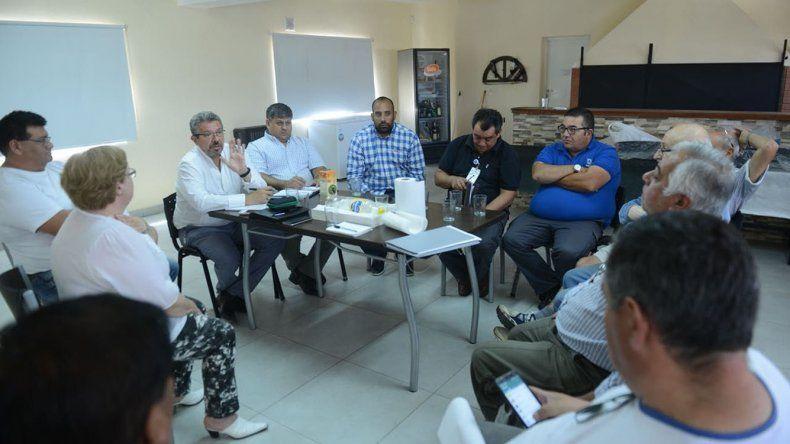 Funcionarios municipales se reunieron ayer con habitantes del barrio Industrial.