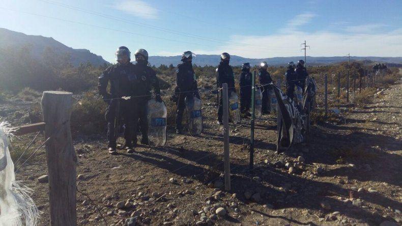 La policía allanó el Pu Lof Cushamen y los mapuches denunciaron malos tratos