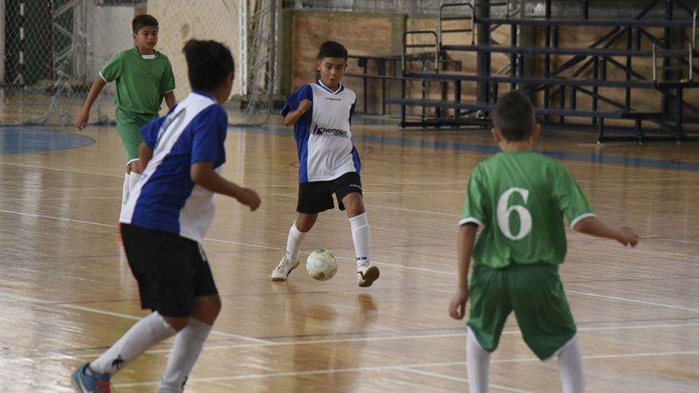 El fútbol de salón continuará esta tarde con la definición del torneo Apertura y dará comienzo el certamen de Verano.