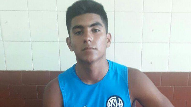 Carlos Rodríguez se desempeña como marcador central.