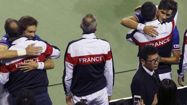 Los franceses festejan el pase a los cuartos de final de la Copa Davis.