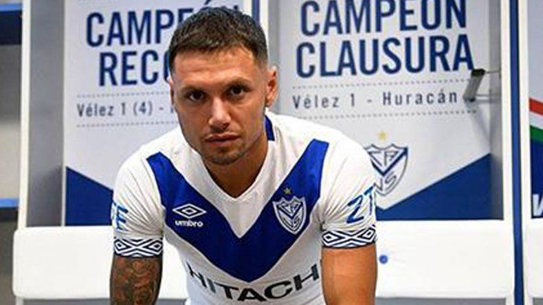 Mauro Zárate será uno de los tres delanteros que presentará esta tarde Vélez cuando visite a Chacarita.