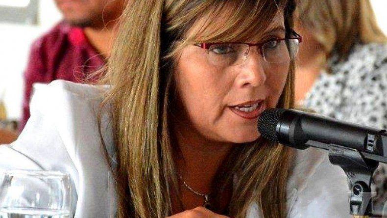 La concejal Liliana Andrade acusó a Naves de haber sido parte del sistema corrupto que dejó a Caleta Olivia sin asegurarse el abastecimiento de agua potable.