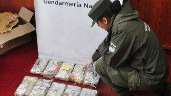 Cada encomienda contenía cinco panes de marihuana envueltos en papel celofán, los que su vez venían ocultos dentro de un cargamento de globos tipo piñata.