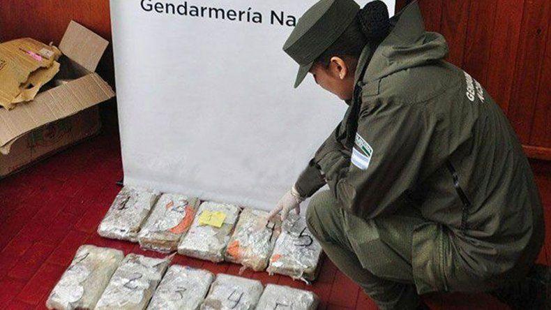 Cada encomienda contenía cinco panes de marihuana envueltos en papel celofán
