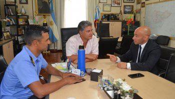 El secretario de Seguridad de Chubut, Federico Massoni, se reunió ayer con el titular de Gobierno municipal, Máximo Naumann, acompañado por el jefe policial, Miguel Gómez.
