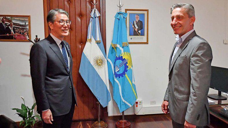 El gobernador Mariano Arcioni firmó ayer convenio de colaboración con las autoridades de Joetsu.