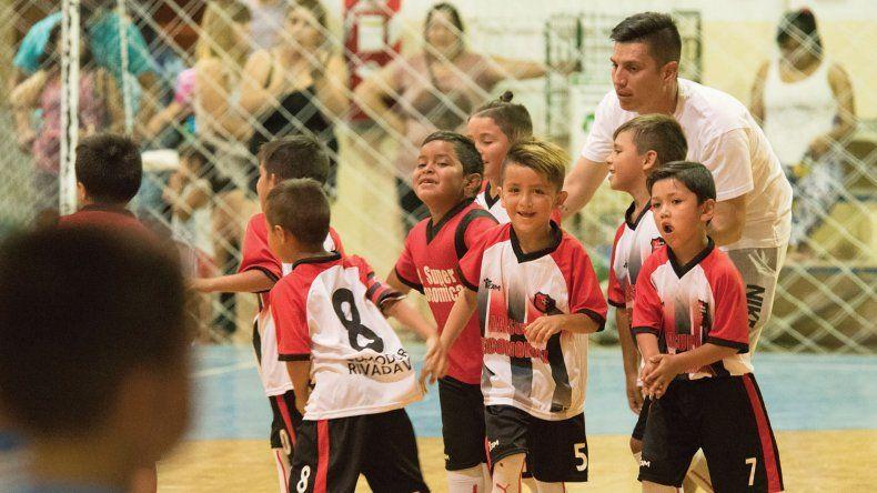 Los chicos de La Super B festejan tras salir campeones de la 2011.