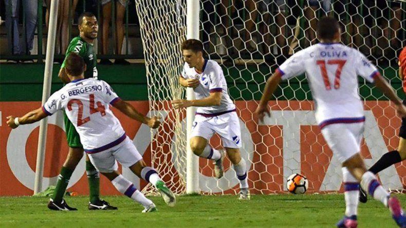 Nacional venció a Chapecoense y será rival de Banfield