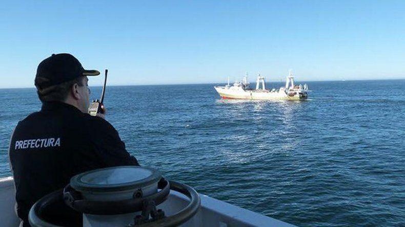 El buque español retenido pescó en aguas argentinas por error de GPS