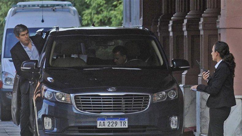 Presidencia de la Nación tiene tres vehículos a disposición para trasladar a Macri. Ahora sumará uno más y costará más de 1