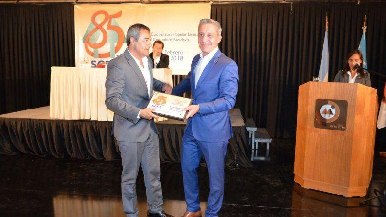 El gobernador Arcioni celebró el rol que cumple en la sociedad la cooperativa que conduce Gabriel Tcharian.