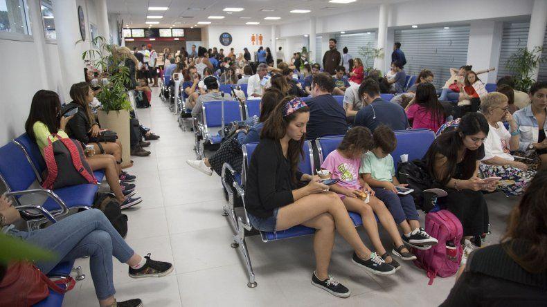 El primer vuelo de Flybondi a El Palomar debió hacer una escala en Ezeiza