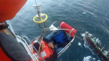Prefectura Naval rescató al tripulante de un buque pesquero en Comodoro que sufrió un traumatismo encéfalo craneano e hipertensión arterial.