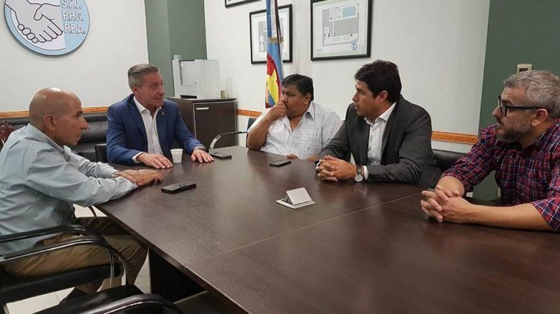 Dirigentes petroleros se reunieron con el gobernador Arcioni.